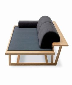 A different sort of comfort: Tatami Japanese Sofa - Design Vanilla Japanese Sofa, Japanese Furniture, Unique Furniture, Sofa Furniture, Luxury Furniture, Furniture Design, Japanese Style, Modern Wood Furniture, Furniture Cleaning