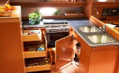 I consigli di Anna Lapini - Organizzare gli spazi e la cambusa in barca per una…