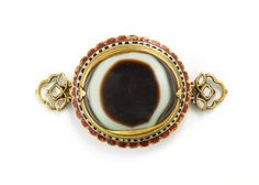 COLLECTION OF SHEIKH HAMAD BIN ABDULLAH AL-THANI -  Upper-Arm Ornament (bazuband), 1800–1850, North India, Lahore or Jaipur. Gold, set with agate, diamonds, and enamel; enamel on reverse. The Al-Thani Collection. (Photo: © Prudence Cuming Associates)