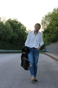 Jeans, blouse and leo