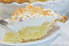 Sweet coconut surrounded by a delicious creamy custard and topped with homemade whipped cream. This Grandma's Coconut Cream Pi Toasted Coconut, Coconut Cream, Easy Desserts, Dessert Recipes, Coconut Desserts, Vegan Desserts, Cream Pie Recipes, Diet Recipes, Vegan Recipes