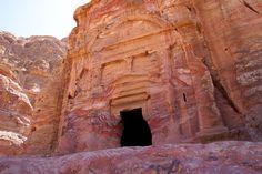 Lion Tracks Photo QnA -- Biblical Sela. The rock city of Petra in Jordan. Edomites. King Aretas and Paul.