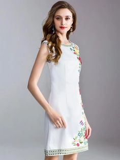 Fashion Embroidery O-Neck Sleeveless Fit Flare Dress