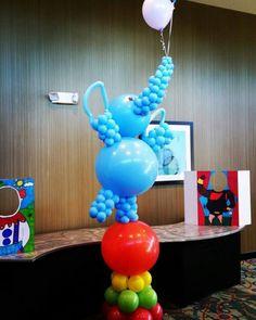 Land O& Lakes High School Homecoming 2015 Circus Decorations, Balloon Decorations Party, Balloon Centerpieces, Carnival Themes, Balloon Ideas, Clown Balloons, Big Balloons, Balloon Chandelier, Balloon Garland