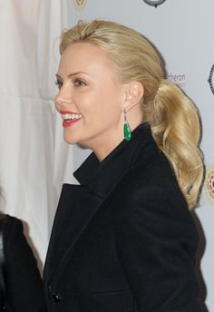 Charlize Therons blonde, ponytail hairstyle
