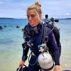 "Girls That Tech Dive on Instagram: ""Yeah it is heavy.. But so much fun 😎 #girlsthattechdive @kali_jbay 🤙"" Scuba Girl, Scuba Diving Gear, Womens Wetsuit, Best Swimwear, Balenciaga City Bag, Snorkeling, Fashion Backpack, Outfit Of The Day, Girly"