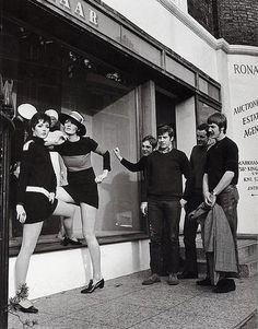 Bazaar Boutique, 138a Kings Road circa 1967 Mary Quant, Sixties Fashion, Mod Fashion, Fashion Shoot, Vintage Fashion, Hippie Fashion, Fashion Models, Vintage Style, Fashion Tips