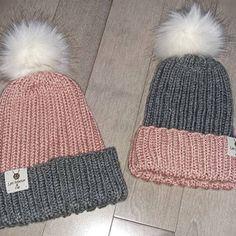 https://www.etsy.com/ca-fr/shop/leshibouxetcompagnie?ref=l2-shopheader-name Voici ce que je viens d'ajouter dans ma boutique #etsy : Duo Rosie http://etsy.me/2o5Wwhp #accessoires #chapeau #gris #rose #tricottuques #tuqueapompon #faitalamain #surmesure #duo