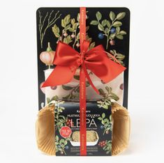 Ebba Masalin leikkuulauta ja tee se itse -leipä Norman, Gift Wrapping, Gifts, Gift Wrapping Paper, Presents, Wrapping Gifts, Favors, Gift Packaging, Gift