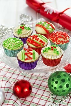 Decorate these little cakes and serve at a Christmas get together or use as place cards at a Christmas meal {Cadbury Kitchen}