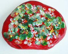 Nº53 painted pebble hand painted stone painted rock por LOSESTONES