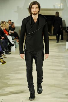 Jean//phillip presented a minimal and dark collection for Fall/Winter 2013,featuring clean cuts and great details.