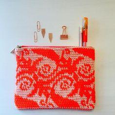 "Alex from Vienna auf Instagram: ""#crochet #crocheting #crochetlove #crochetaddict #crochetastherapy #craftastherapy #crochetgirlgang #instacrochet #ilovecrochet…"" Crochet Clutch, Crochet Bags, Tapestry Crochet, Girl Gang, Handmade Bags, Vienna, Etsy Store, Clutches, Crocheting"