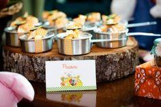festinha-fazendinha-fete-11 Farm Birthday, Birthday Parties, Maria Clara, Food Packaging Design, First Tooth, Festa Party, Farm Theme, Farm Party, Wedding Cookies