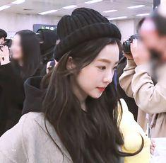 Red Velvet 1, Red Velvet Irene, Seulgi, Korean Girl, Asian Girl, K Pop, Red Queen, Hat Hairstyles, Ulzzang Girl