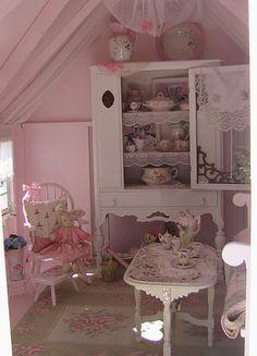 Pink Fairy Cottage - interior