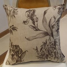 Contemporary Sketch Flower Printed Woven Pillow Case on Made-in-China.com