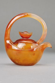 Buy online, view images and see past prices for Teapot made of agate, China C. Invaluable is the world's largest marketplace for art, antiques, and collectibles. Cute Teapot, Teapots Unique, Teapots And Cups, Tea Art, Tea Service, My Cup Of Tea, Chocolate Pots, Afternoon Tea, Cup And Saucer