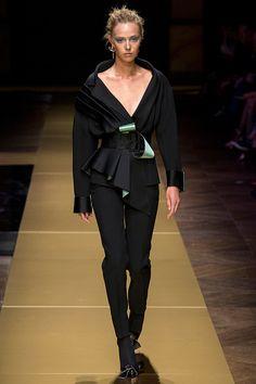 Desfile semana de moda em Paris - Blazer abotoado.