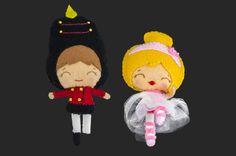 El soldadito y la bailarina. Broches en fieltro de lana. Teddy Bear, Christmas Ornaments, Toys, Holiday Decor, Animals, Home Decor, Felted Wool, Ballerinas, Xmas Ornaments