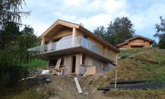 Chalet Zwitserland | Loghuis.nl Cabins In The Woods, House In The Woods, Swiss House, Hipster Home, Casa Loft, House On A Hill, Concept Home, Cozy Cabin, Tiny House Design