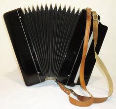 ✓✓✓ Muzikale workshop harmonie presenteert: Russische Tula, 100 Bass (#1054) Gemaakt in Russische Federatie ✓✓✓ Gelicentieerde muzikale workshop harmonie professioneel herstelt, tunes en bereidt instrumenten voor muzikanten. Instrumenten aangeboden door deze workshop zijn volledig