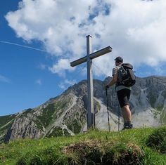 Bergverliebt  #bergverliebt #intirol #motivation #yoga #mediation #austria #mountain #openmyworld #goplayoutside #greatnorthcollective #wildernessculture #letsgosomewhere #ourplanetdaily #wildlifeplanet #stayandwander #campvibes #lonelyplanet #themountainiscalling #mindthemountains #explorewildly #bergheil #finditliveit #adventuremobile #northwestisbest  #travelstoke #wonderful_places #liveauthentic #livethelittlethings #WorldTravelIG #weroamaustria