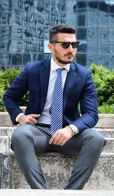 Because first impressions really count, know how to nail the smart look with these interview outfits. Check these out… Interview Outfit Men, Interview Suits, Interview Style, Street Style Outfits Men, Stylish Mens Outfits, Street Styles, Formal Outfits, Mens Style Guide, Men Style Tips