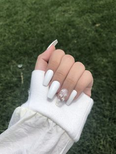 Acrylic Nails Coffin Short, Simple Acrylic Nails, Coffin Shape Nails, Fall Acrylic Nails, White Coffin Nails, White Gel Nails, White Nail Art, White Almond Nails, Blue And White Nails