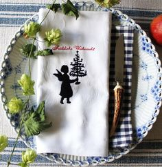 """Stickdatei  """"Engelchen mit Baum...."""" von  """"FeinKram""""  hier gibt es die schönsten Scherenschnitt StickDateien ;-))) auf DaWanda.com"""