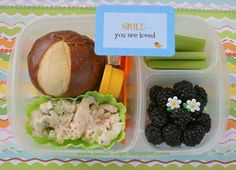 A yummy fresh lunch and a little twist to the standard sandwich: Chicken salad sandwich on a pretzel roll (To avoid it getting soggy, . Easy Lunch Boxes, Lunch Box Recipes, Bento Box Lunch, Lunch Snacks, Lunch Ideas, Box Lunches, School Lunches, Kids Packed Lunch, Kids Lunch For School