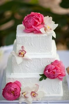 Cake (no fondant-beautiful) peony    http://www.bridalguide.com/planning/reception-decor/flower-guide-peonies#