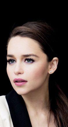 Emilia Clarke ♥                                                       …