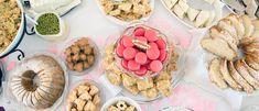 Moni juhlien järjestäjä raapii päätään miettiessään, kuinka paljon ruokaa juhliin tulisi varata. Kotiliesi kokosi oppaan, jonka avulla voit varmistaa juhlien jäävän vieraille mieleen jostakin muusta syystä kuin siitä, että ruoka ja juoma loppuivat kesken. Muffin, Breakfast, Desserts, Food, Morning Coffee, Tailgate Desserts, Deserts, Essen, Muffins