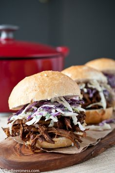 Porter-Braised Pulled-Pork Sandwiches with IPA Jalapeño Slaw A double dose of beer flavors these melt-in-your-mouth pulled pork sammies. Beer Recipes, Pork Recipes, Cooking Recipes, Recipies, Rib Sandwich, Sandwiches, Cooking With Beer, Braised Beef, Football Food