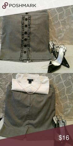 "Dressy tweet skirt! Gently worn, great condition.  Size 7, black& white, junior size, waist 31"", length 19"" Skirts Mini"