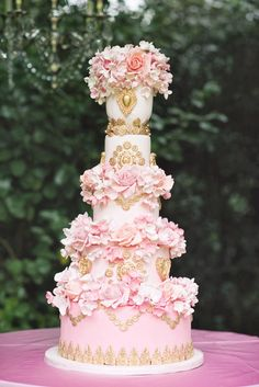 Glamorous Metallic Wedding Cakes - Belle the Magazine . The Wedding Blog For The Sophisticated Bride
