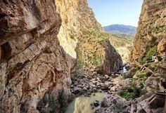 El Desfiladero de los Gaitanes, donde se encuentra El Caminito del Rey, naturaleza rica en fauna y flora. Donde hospedarse en el desfiladero de los gaitanes