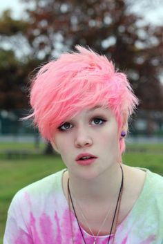 Cutest dyed hair. A pale coral/pink pixie cut that is to die for. OMG I want so so bad