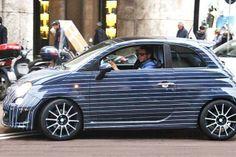 Altra personalizzazione per l'auto di #Lapo #Elkann, ecco l' #Abarth 500 in stile blu gessato.