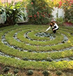 More Easy Garden Projects with Stones - Using rocks and your fav plants to create a spiral garden!