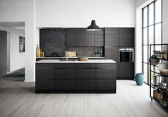 An elegant black Mano Sera kitchen – when quality throughout matters. With their classic styling, Mano Sera's genuine wood doors last for years. Internal drawers optimise storage and let you see everything in the cabinet. Click the plus sign for a detailed view. A white worktop contrasts beautifully with the black kitchen. See also our Mano and Mano Sera kitchen. White and black doors, nicely combined.