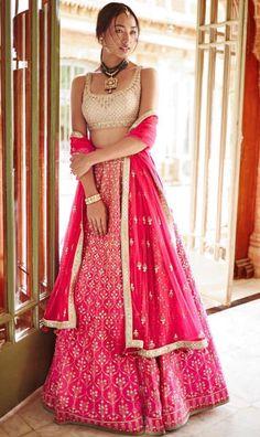 Casual drape with casual jewellery. Indian Wedding Outfits, Pakistani Outfits, Indian Outfits, Wedding Lehenga Designs, Bridal Lehenga Choli, Indian Couture, Dressy Dresses, Indian Attire, Indian Designer Wear