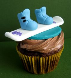 Snowboarding and cupcakes, doesn't get better than that. Someone make these for me, thanks.