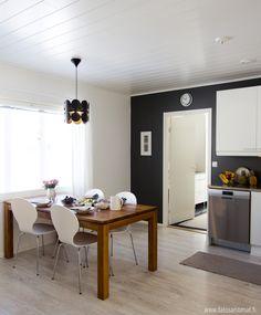 Kaunis skandinaavinen keittiö Tiles, Conference Room, Kitchen, Furniture, Bathroom, Home Decor, Room Tiles, Washroom, Cooking