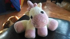Baby Unicorn amigurumi (Free pattern by Little Yarn Friends)
