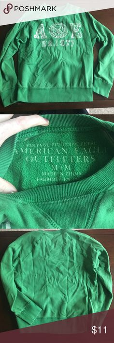 American Eagle crew neck sweatshirt Size medium Kelly green crew neck hoodie. EUC one owner. Measurements all approx and in inches: inseam is bottom of arm to waist 16 inches chest 22 inches sleeve 32 inches men's hoodie but Great for women too! American Eagle Outfitters Sweaters Crewneck