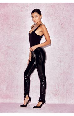 Learn now the black leather pants professional tips that will provide you with that irresistible look of the sexiest stars… Pvc Trousers, Vinyl Trousers, Latex Pants, Pvc Leggings, Vinyl Leggings, Patent Leather Leggings, Black Leather Pants, Vinyl Clothing, Sexy Latex