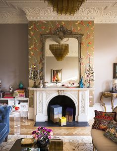 Matthew Williamson's home features in this month's Living Etc magazine with a full article entitled 'bohemian rhapsody'. Designed to perfection, Matthew's living room is an interior masterpiece with parrot wallpaper, framed mirrors and patterned pillows. Click to read more.