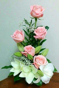 Roses so beautiful Tropical Flower Arrangements, Modern Floral Arrangements, Creative Flower Arrangements, Flower Arrangement Designs, Funeral Flower Arrangements, Rose Arrangements, Beautiful Flower Arrangements, Beautiful Flowers, Deco Floral